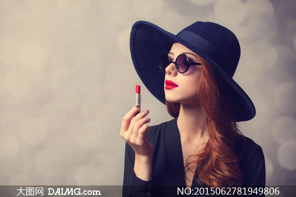 戴着帽子红唇美女模特摄影高清图片 大图网设