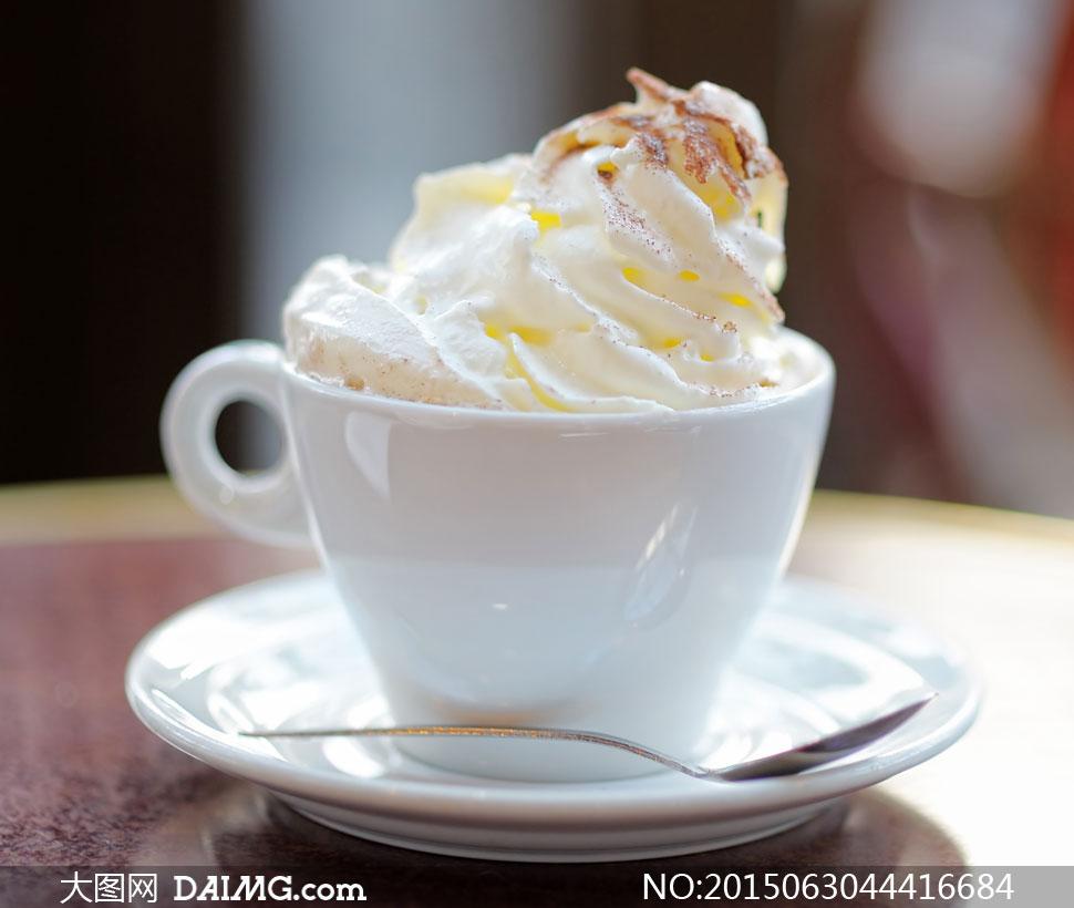 白色杯子里美味冰淇淋摄影高清图片图片