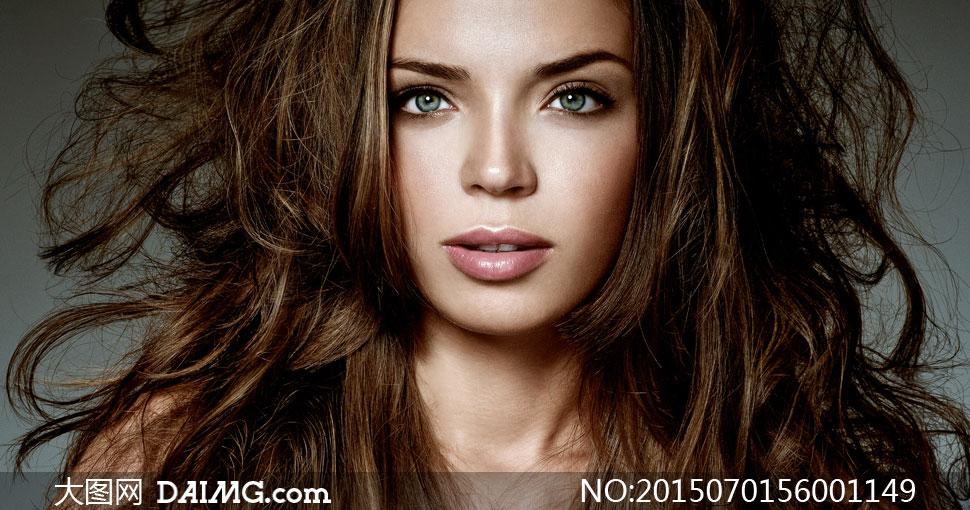 头发蓬松乱造型的美女摄影高清图片 - 大图网设计素材