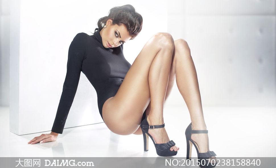穿着高跟鞋的长腿美女模特高清图片