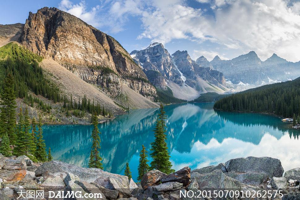 高山群山大山山峦山岭山林湖水湖畔湖边湖泊岩石石头倒影树木大树树林