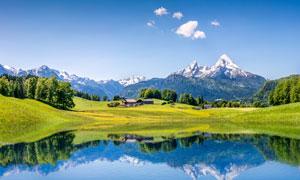 蓝天白云雪山树木湖水摄影高清图片