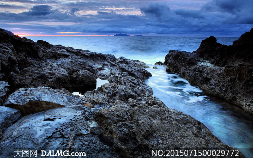 海边岩石美丽风光摄影图片素材下载 关键词: 大海海水岩石石头海边
