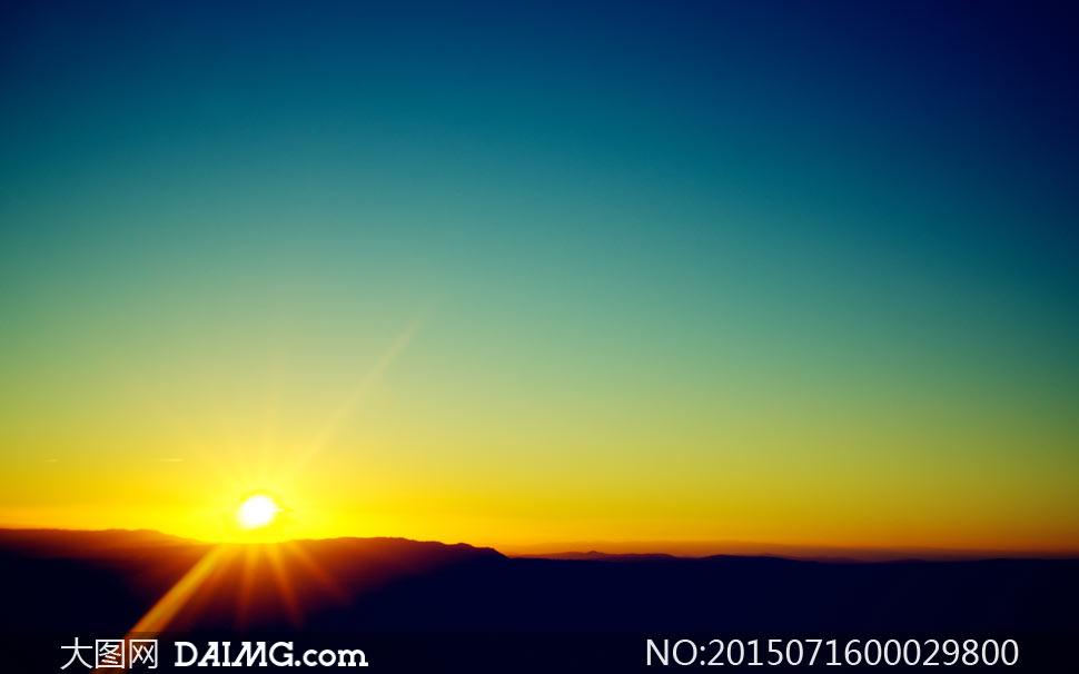 初升的太阳美丽景色摄影图片
