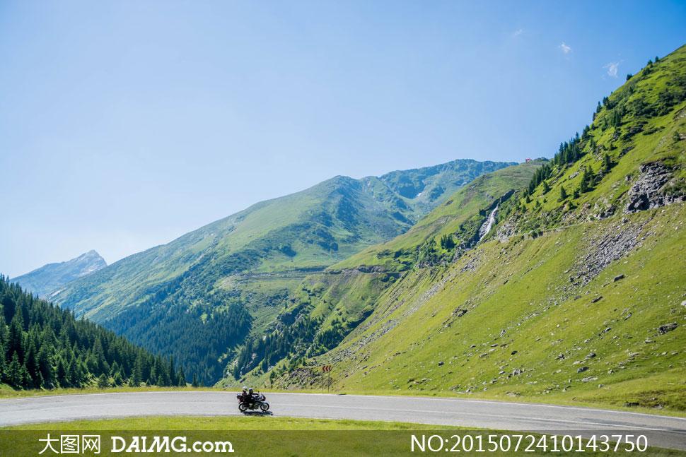 关键词: 高清大图图片素材摄影自然风景景观蓝天天空大山山坡山脚山野
