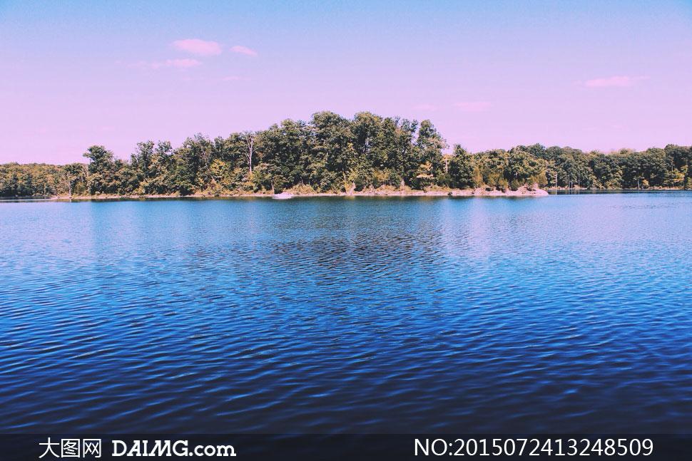高清大图图片素材摄影自然风景景观蓝天天空云朵白云树木树林树丛湖面
