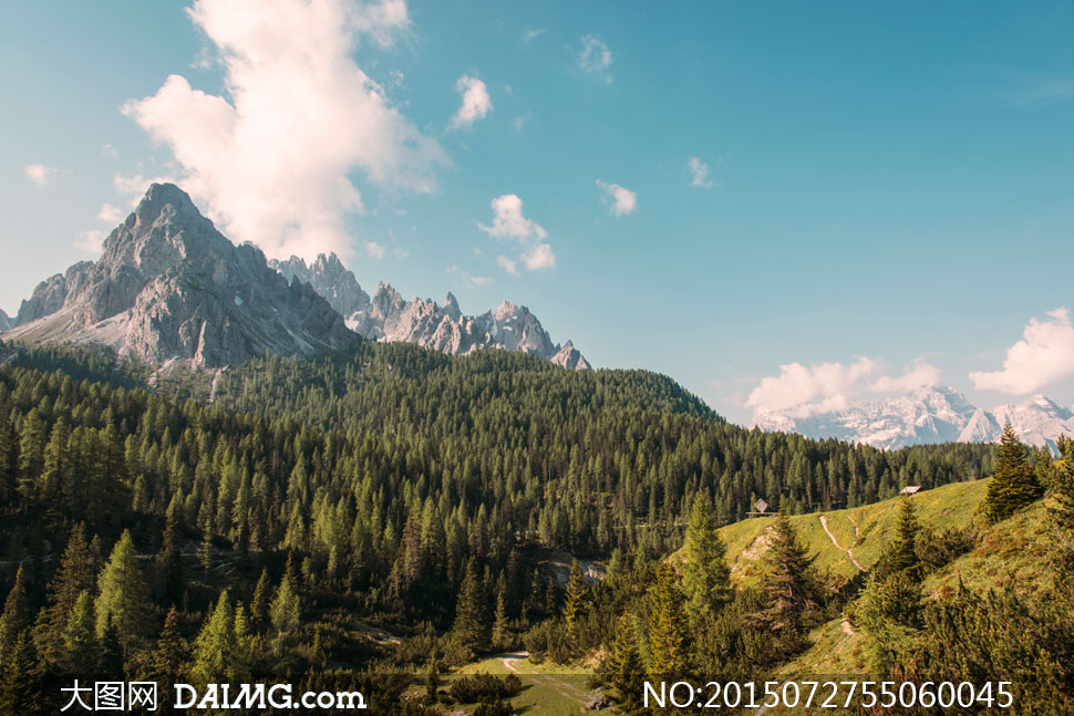 风景风光大山险峻巍峨山峦山岭山林树木树林大树植被植物蓝天白云云彩