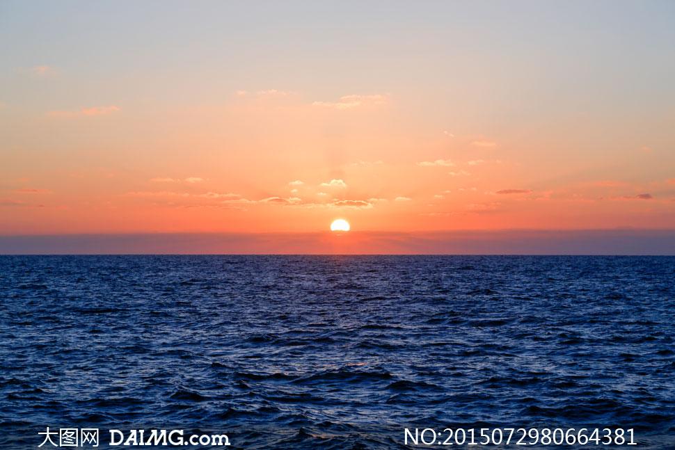 大海风景与下山的夕阳摄影高清图片