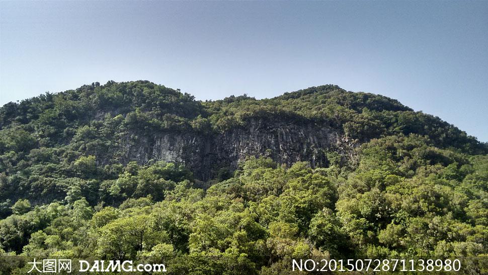 关键词: 高清大图图片素材摄影自然风景风光天空树木大树树林大山