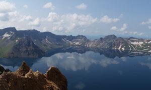 长白山唯美湖泊全景图摄影图片