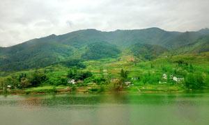 青山绿水绿色风光摄影图片