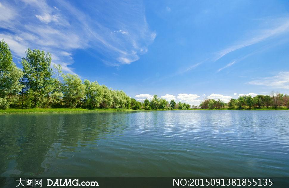蓝天白云与湖泊等风景摄影高清图片