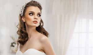 洁白婚纱礼服装扮美女人物高清图片