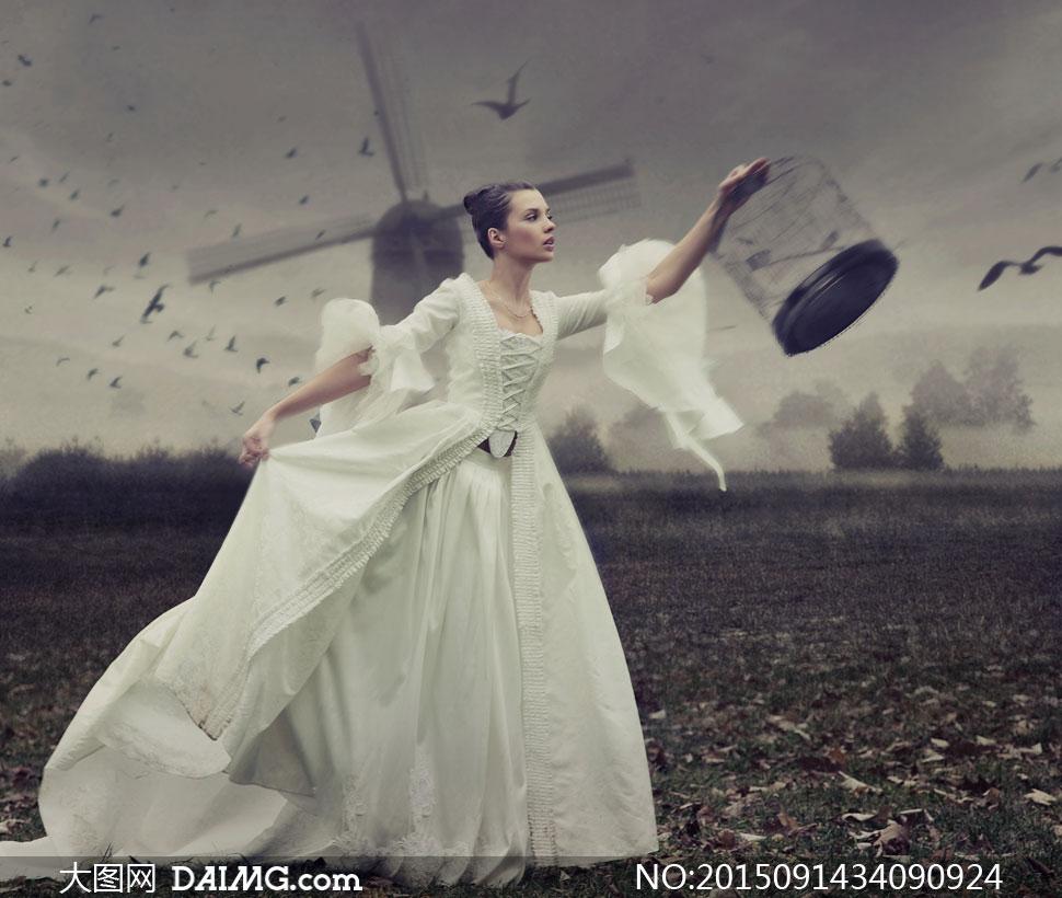 拎着鸟笼子的盘发美女v盘发情趣图片a盘发高清道具枷锁的图片