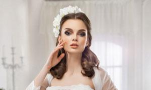穿洁白婚纱的美女新娘写真摄影图片