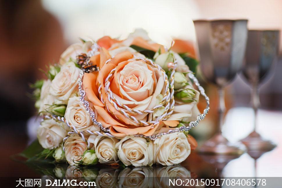 大朵玫瑰花包成的花束摄影高清图片