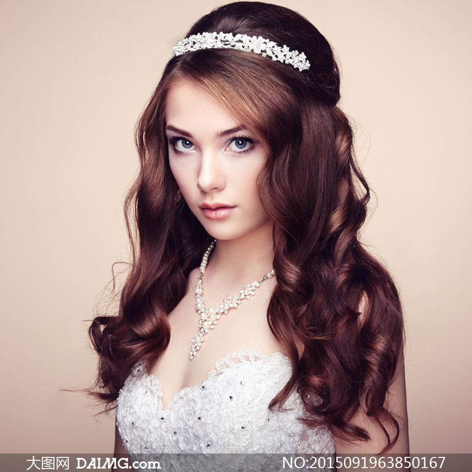 披肩卷发造型新娘美女写真高清图片