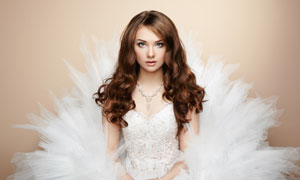 洁白婚纱长发美女新娘写真高清图片