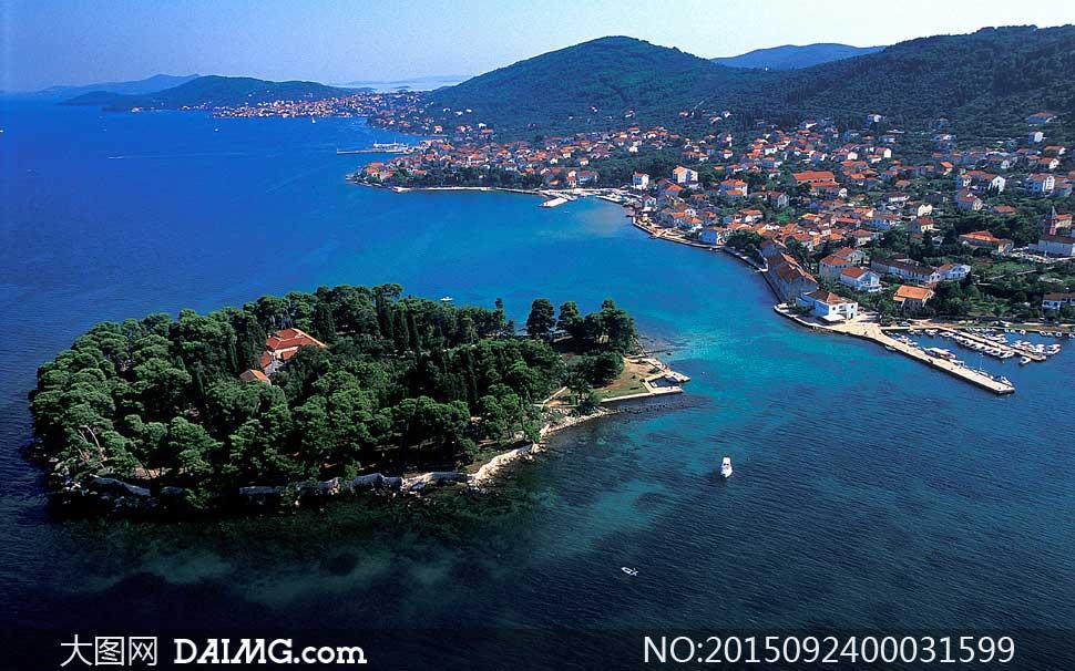 海边城市和岛屿摄影图片