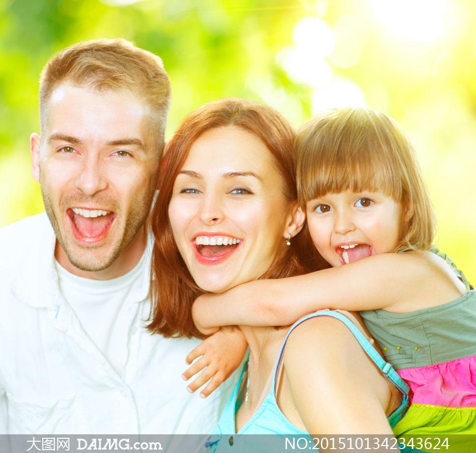 幸福快乐的一家三口人摄影高清图片