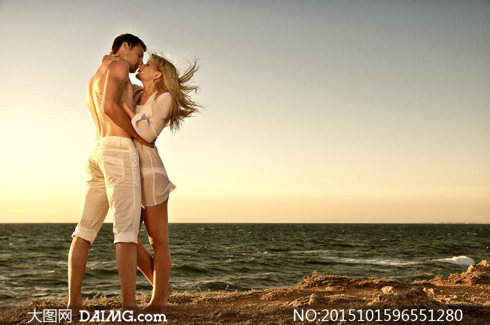 关 键 词: 高清大图图片素材摄影人物剪影情侣恋人爱人男女热恋海边