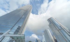 白云与大都市摩天大楼摄影高清图片