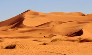 连绵起伏大漠沙丘风光摄影高清图片