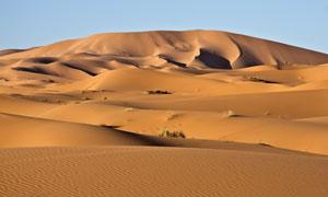 人迹罕至荒芜大漠风景摄影高清图片