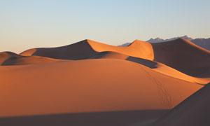 远近高低不同沙丘风光摄影高清图片