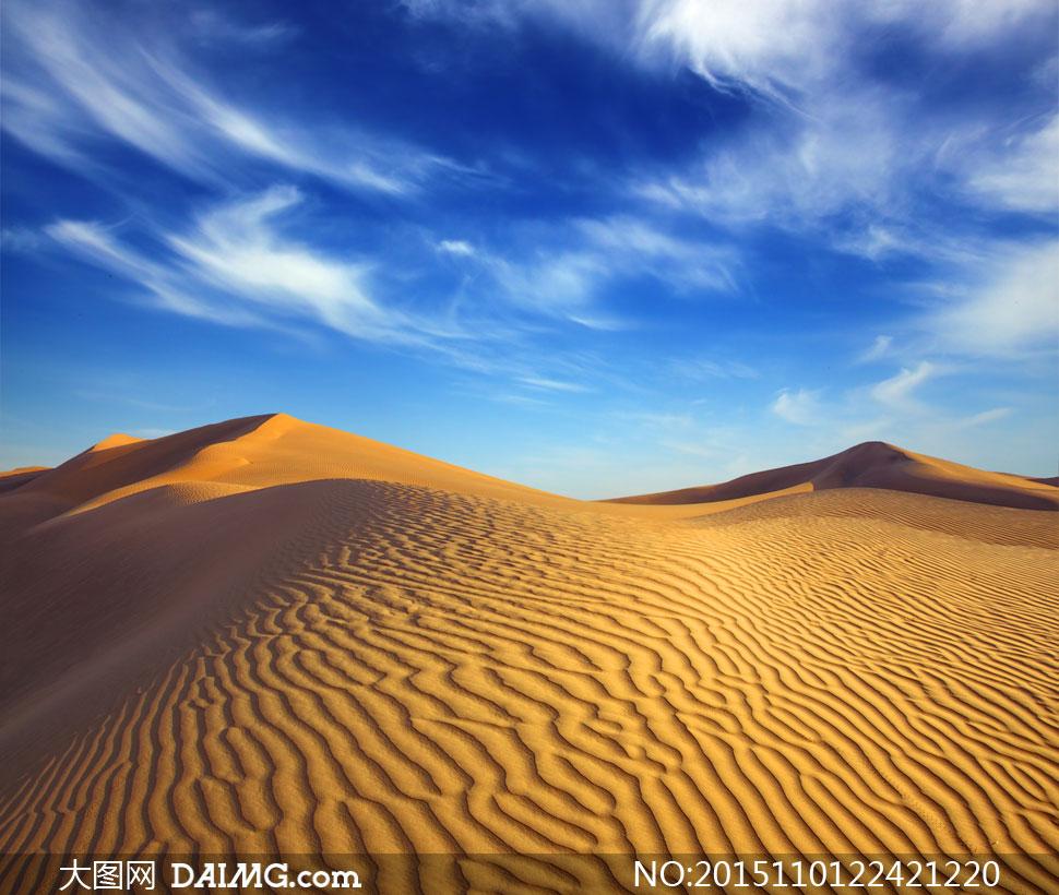 高清图片 自然风光 > 素材信息          蓝天与绵延不绝的沙漠摄影高