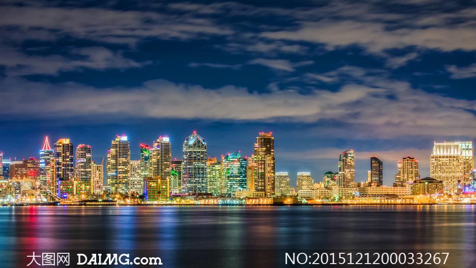 墨西哥海滨城市夜景灯光摄影图片