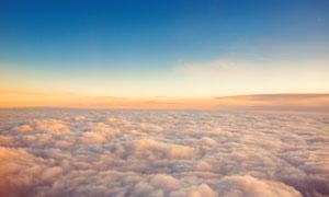 蓝天与望不到边的云海摄影高清图片