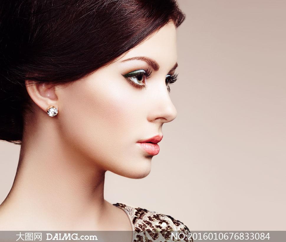 盘发写真图片镣铐捆绑v盘发高清近景视频妆容美女情趣用品图片