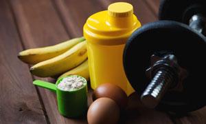 哑铃与健身所需膳食营养等高清图片