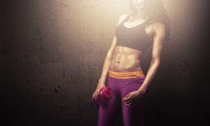 运动装扮健身美女人物逆光