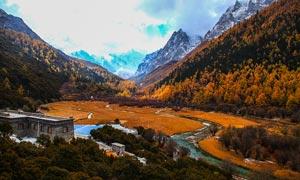 稻城雪山的秋季美景摄影图片
