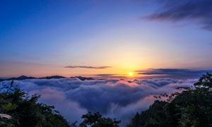 山顶云海日落美景摄影图片