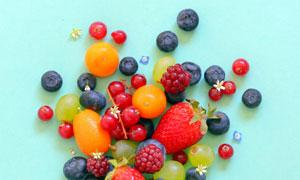 脆皮筒与水果近景特写摄影高清图片