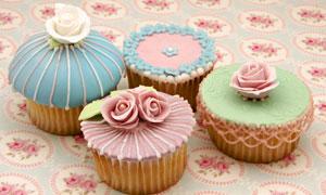几枚美味纸杯蛋糕特写摄影高清图片