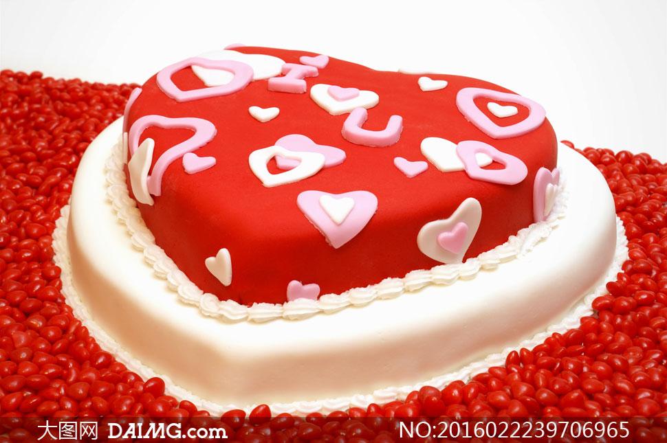 爱心形状美味蛋糕特写摄影高清图片