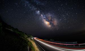 星星夜空与快速路风景摄影高清图片