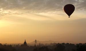 热气球与若隐若现风光摄影高清图片