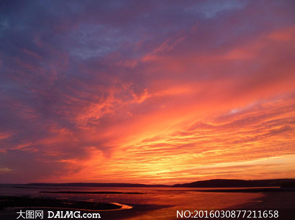 黄昏时分天空瑰丽风光摄影高清图片