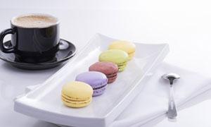 咖啡杯与马卡龙饼干等摄影高清图片