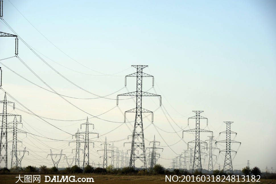 关 键 词: 高清大图图片素材摄影天空输变电高压电塔铁塔电线空旷树木