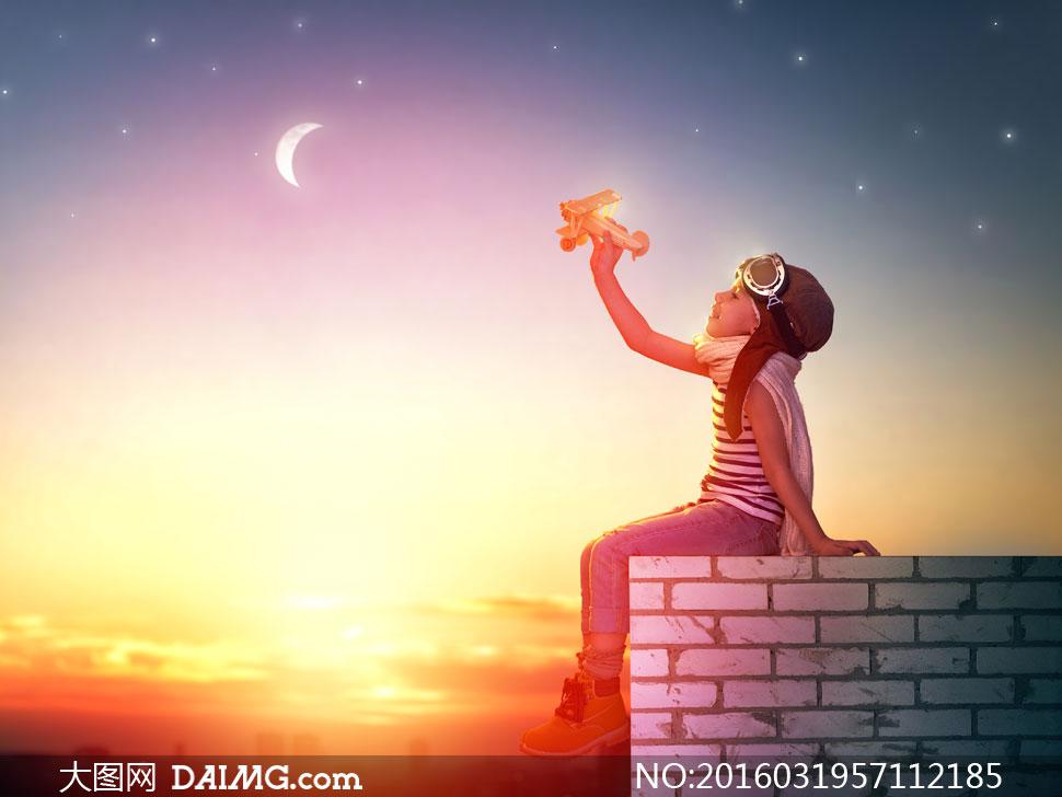 炫丽星空与可爱小女孩摄影高清图片