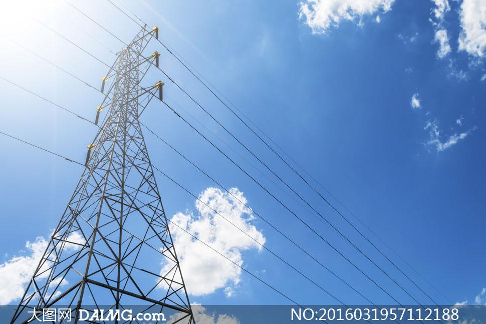 蓝天白云与输变电铁塔摄影高清图片