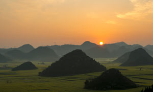 田园油菜花地日出美景摄影图片