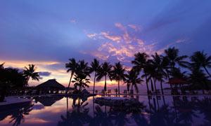 海边度假村日落美景摄影图片