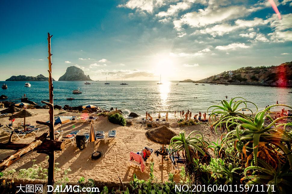 蓝天白云大海沙滩自然风光摄影图片